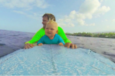 6 RAD VIDEOS OF PARENTS SURFING WITH THEIR BABY YOU NEED TO WATCH